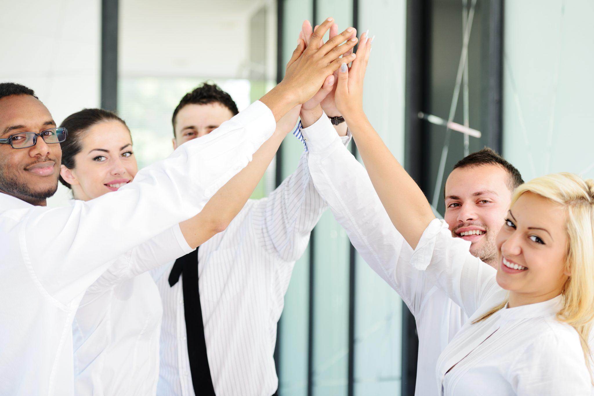 successful-business-people_BKh6NwR4o.jpg